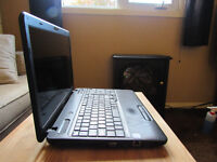 TOSHIBA LAPTOP GREAT CONDITION + Free carrier bag & speakers