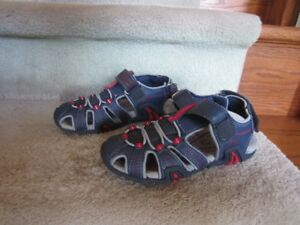 Boys Geox sandal size 1 for ages 6-10 yr old in new condition.