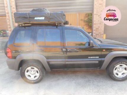 2004 Jeep Cherokee 4x4  Roof top tent Ideal for travel