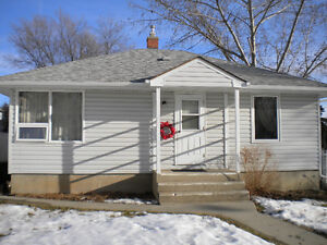 COZY TWO BEDROOM BUNGALOW >>> 859 6th Avenue NW