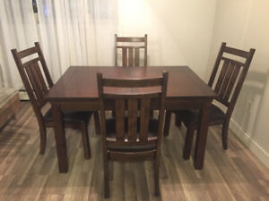 Beautiful solid wood dining  table with 4 chairs and leaf