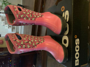 USED: Bogs Girl Winter boot (kid size 12, Pink colour)