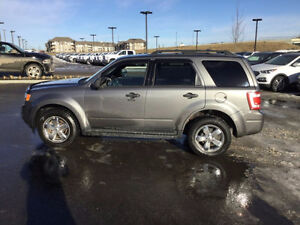 2009 FORD ESCAPE 4X4 leather . sunroof....NO CREDIT REFUSED