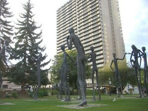 $$$ Reduced@@@1+1 fully furnished suite in Downtown July 1