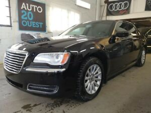 Chrysler 300 4dr Sdn Touring RWD 2011