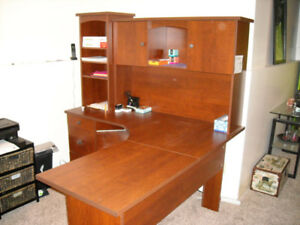 DESK/L SHAPED WORK STATION*****NICE CONDITION*****
