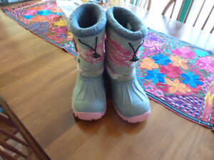 For Sale - Girls Size 5 Hot Paws Winter Boots