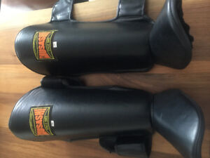 Muay Thai shin pads / knee pads like new