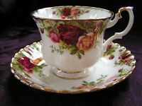 VINTAGE ROYAL ALBERT OLD COUNTRY ROSES CUP & SAUCER