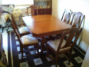 Antique 6 chair dinette with teawagon