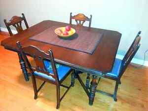 Very Nice Older Dinning Table and Chairs