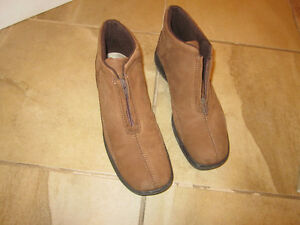 Women's fall/winter shoes size 10 London Ontario image 2