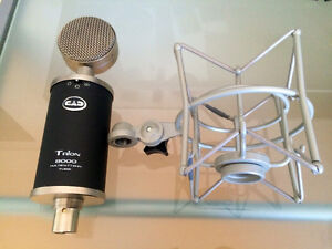 CAD trion 8000 + Behringer XENYX Q802USB + Mic stand+ Pop filter West Island Greater Montréal image 3