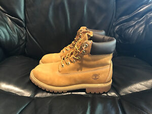 BOYS TIMBERLAND BOOTS. VERY NICE CONDITION. SIZE7.5
