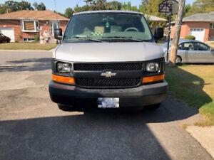 2005 Chevrolet Express 1500, V8 Engine, Van