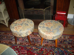 2 MID-CENTURY VINTAGE FOOT STOOLS (95$ FOR BOTH)