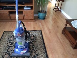 Bisselll trilogy for hard wood or carpet No Bags good Condition