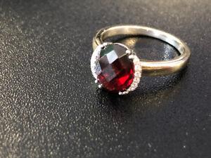 Like new Beautiful Garnet 14k white gold ring