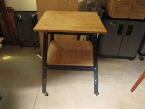 WORKSTAND WITH CASTERS