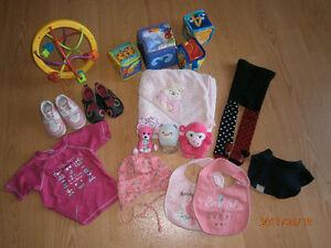 Plusieurs articles pour bébé fille (tout sur photo pour 20$)