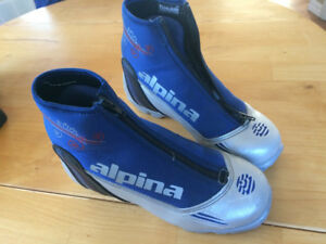 Alpina youth ski boot