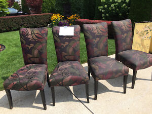 4 DINING TABLE CHAIRS Windsor Region Ontario image 1