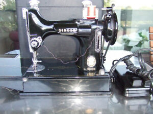 Singer Featherweight 221K  Vintage Sewing Machine