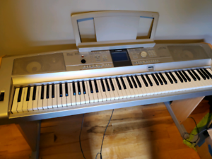 Yamaha Electric piano keyboard