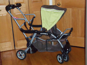 Poussette double sit and stand baby trend