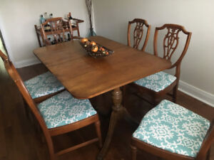 Hardwood Dining Table with Leaves & 6 Chairs