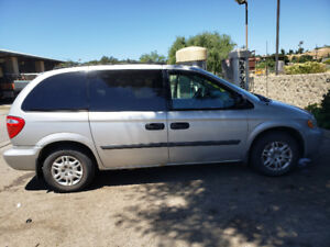 Dodge Caravan 2005 - aménagé pour road-trip/fitted for road-trip