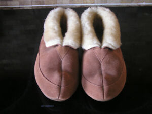New Unused Women's Genuine Suede & Fleece Slippers Sz 7