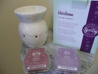 Scentsy warmer and 2 unopened packs wax