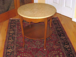 Beautiful Antique / Vintage Walnut Side Table w. Marble Top