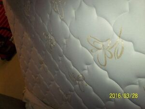 """SOLD PPU   """"Like New"""" Double Bed Set Mattress and Box Spring"""