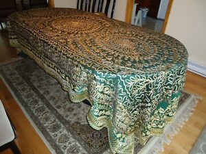 Beautifully Embroidered Dining Table Covers West Island Greater Montréal image 6
