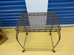 NEVER USED DECORATIVE TABLE