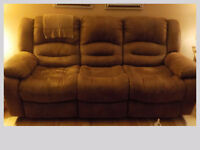 COUCH FOR SALE!! (AMAZING CONDITION)