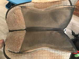 Barefoot treeless saddle pad for hard to fit horses!