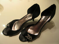 SOULIERS CHIC STEVEN MADDEN NOIR  .TAILLE 9.5-10. COMME NEUF