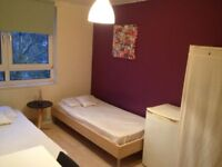 BRIGHT LOVELY TWIN/DOUBLE ROOM, 8 MNTS WALK BOW ROAD, 15 MNTS TUBE OXFORD ST, MILE END, NIGHT TUBE,Z