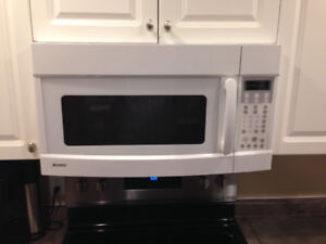 Kenmore Microwave (White)