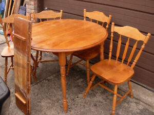 SOLID WOOD Dining Round Table w/2 leaves & 4 chairs,deliv extra$