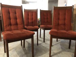 4 chaises R.S furniture inc.  Vintage