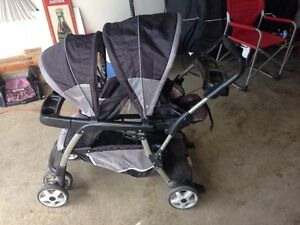 Double Stroller Graco Excellent Condition!!