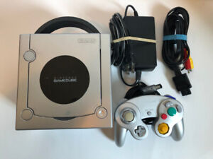 Silver Gamecube w/ gameboy player + 5 games