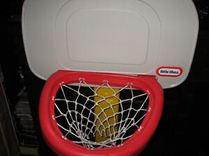 LITTLE TIKES KIDS BASKET BALL HOOP NET WITH STAND $ 20.00 Cambridge Kitchener Area image 5