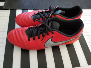 Soccer shoes / souliers NIKE size 10