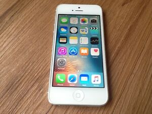 Mint Condition Apple iPhone 5 White 16GB (Fido)
