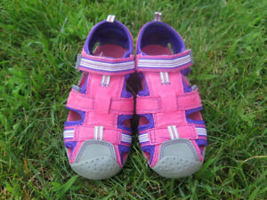 bdd17c854df30 PEDIPED Girl sandals - size 28